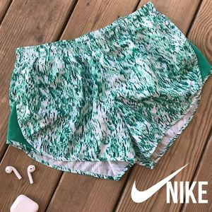 Nike Modern Tempo Printed Lagoon Shorts M
